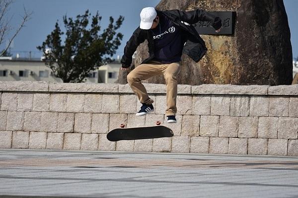 Learn easy beginner skateboard tricks